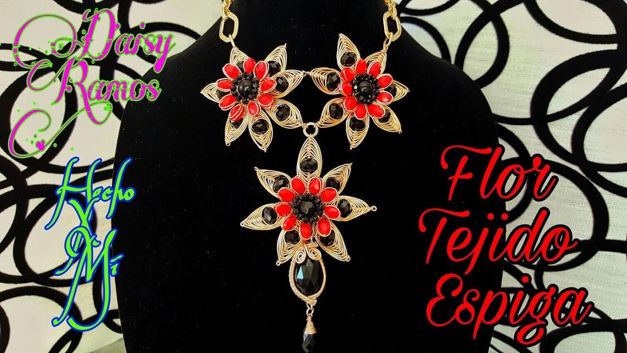 88e07659baac Collar con Flores en Tejido Espiga