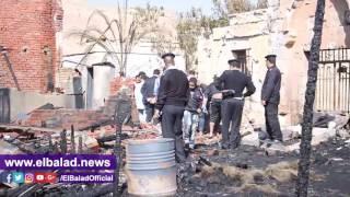 المعمل الجنائي يعاين سوق الجمعة للوقوف على أسباب الحريق.. فيديو وصور