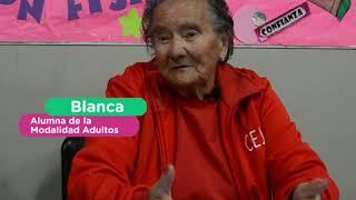 ¡Con sus 80 años es abandera! ¡Un ejemplo para todos!