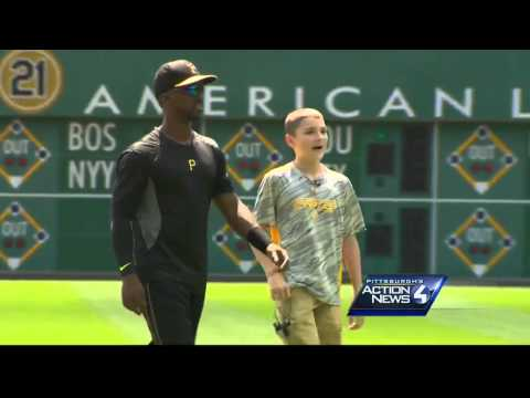 Andrew McCutchen welcomes Make-A-Wish guest to PNC Park with grand entrance