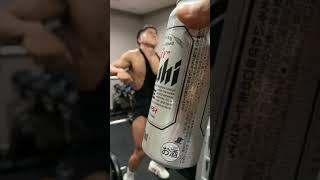 数日後にボディビル大会に出るマッチョが地獄の脚トレで悲鳴を上げる中で飲むビールは格別だww #shorts