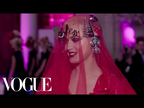 Katy Perry on Her Avant-Garde Met Gala Dress | Met Gala 2017 Mp3
