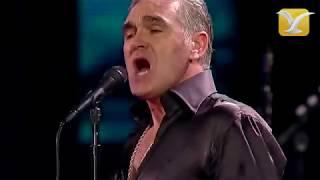 Morrissey - I'm throwing my arms around Paris - Festival de Viña del Mar 2012