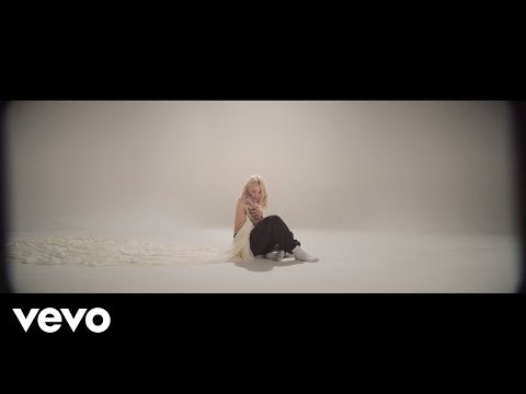 Chris Davis - Julia Michaels NEW VIDEO for 'Body'