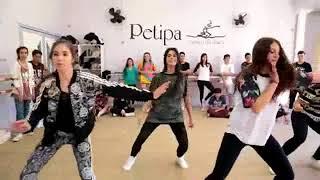 رقص علي اغنيه بوم بوم تم تم - للبنات والشباب (جااامد)