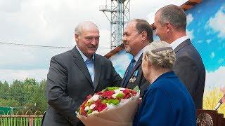 Лукашенко подарил Geely Atlas коллективу белыничского колхоза