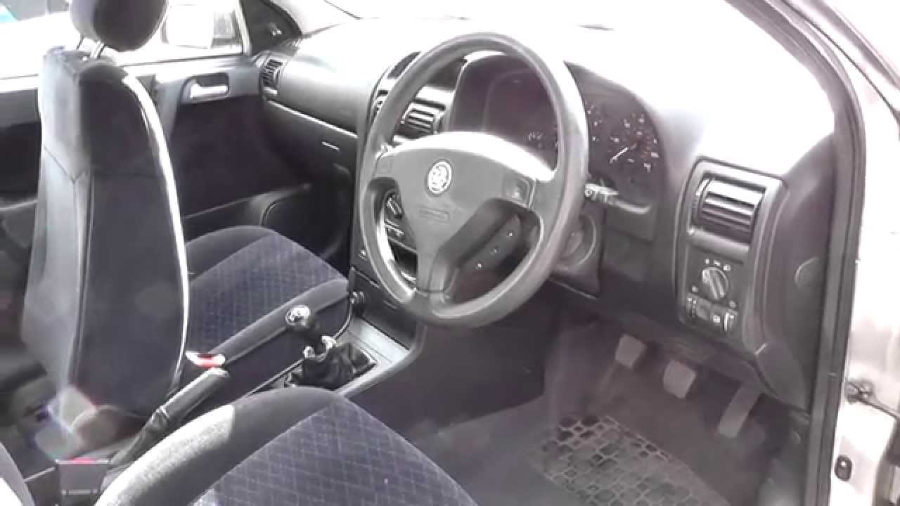 astra g mk4 fuse box location youtube vauxhall astra mk4 fuse box layout astra g mk4 [ 1280 x 720 Pixel ]