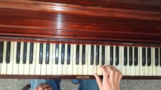 How to play little boxes on piano, the Weeds Theme song