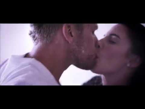 Jessica Lowndes Kiss