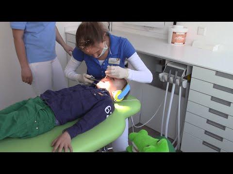 У стоматолога . Лечение детских зубов с уколами.