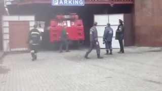 Видео НИКВЕСТИ: Пожарная машина не смогла проехать(Один из дворов в центре Николаева оказался настолько застроенным разнообразными сооружениями, что пожарна..., 2013-03-11T12:28:30.000Z)