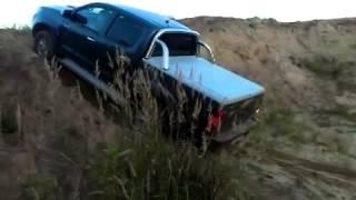Тойота Хайлюкс на бездорожье