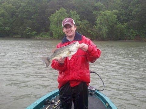 Awesome Rainy Day Fishing Guntersville