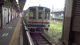 取手駅に停車中の関東鉄道常総線キハ2100形と7番線のエンドレール