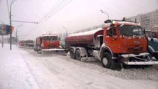 Москва едет в снегу