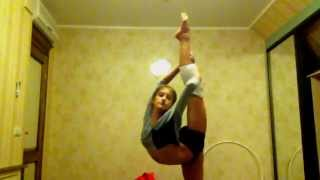 художественная гимнастика(я очень старалась!надеюсь вам понравится! ну это конечно еще не всё что я умею, так как я не в зале)), 2012-11-11T20:12:59.000Z)