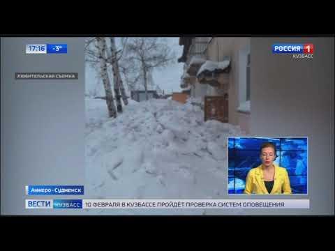 Коммунальщики прокомментировали ситуацию с заваленным снегом двором в Анжеро Судженске