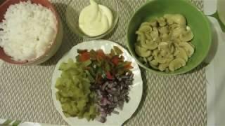 Салат с шампиньонами и рисом.