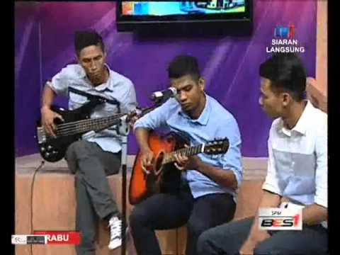Projector band live at TV1