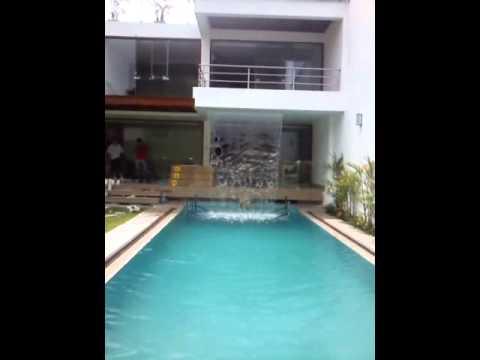 piscina y spa con caida de agua del techo youtube