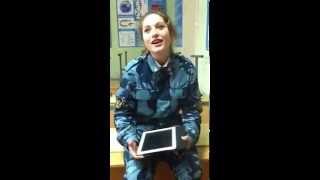 Güzel Rus Asker Şarkı Söylüyor
