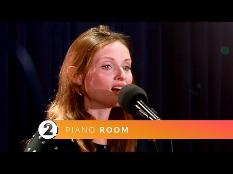 Sophie Ellis-Bextor - Murder On The Dancefloor (Radio 2 Piano Room)