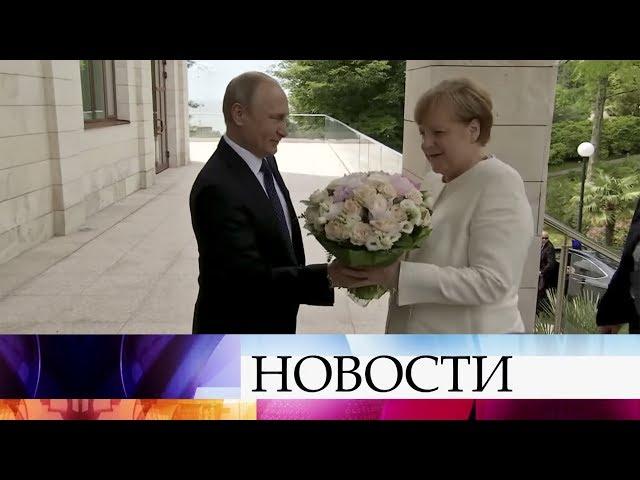 Владимир Путин обсудит с Ангелой Меркель двустороннее сотрудничество и международные вопросы.