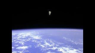 Парашютист Выпрыгнул Из Открытого Космоса