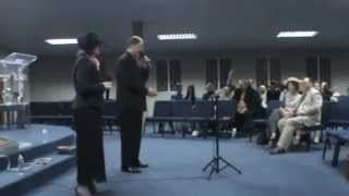 Lede in Christus Brakpan, Louis en Sarrie se sang bediening