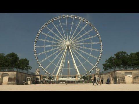 Paris: derniers tours de grande roue place de la Concorde