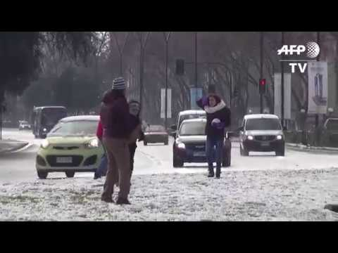 Santiago de Chile se cubre de nieve ante temperaturas bajo cero