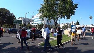 США 5339: Шумные демонстранты требуют снижения арендной платы на жилье - Лос Альтос, Калифорния