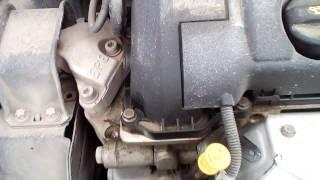 Почему двигатель так тарахтит?