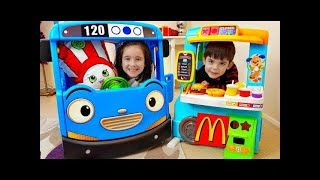 One of Naty TubeFun's most viewed videos: Pretend Play with Food Cooking Truck and Kitchen Playset