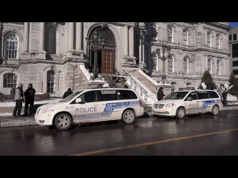 SPVM Officers Protecting Montreal City Hall 00039