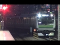 終点となる夜の東神奈川駅2番線に到着する横浜線E233系