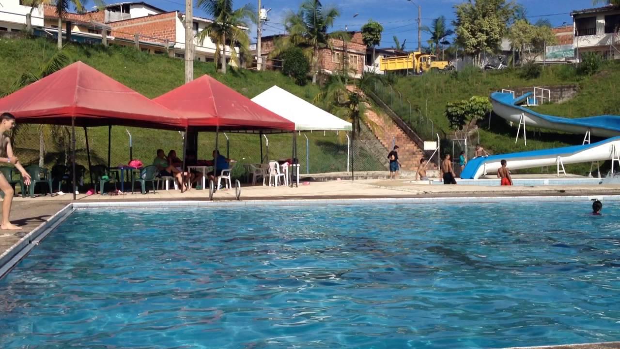 la piscina municipal guatap colombia youtube