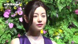 一襲寶藍色長禮服搭配頂級黃鑽項鍊, 女星陳妍希出席頂級珠寶晚宴盛裝登...