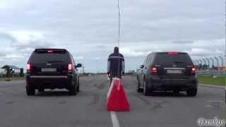 Jeep SRT8 VS ML63AMG VS BMW X6M! Drag-Racing! +REVS + Photos + Launch Controls!(Наклейки на номера против камер ГИБДД! Купить: http://betelit.com/dankosrst/FuckThePolice/ Как можно зарабатывать на подобных..., 2012-08-20T19:29:48.000Z)