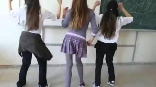 Liseli kızlar roman havası oynuyor 2018