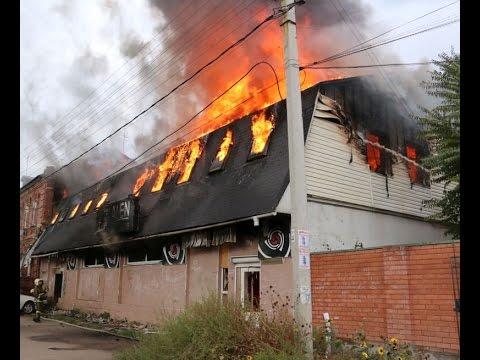 Пожар в заброшенном ночном клубе Астрахани