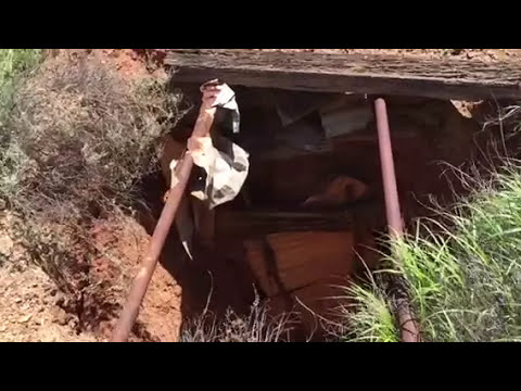Exploring old gold mines and relic hunting at Menzies, Western Australia