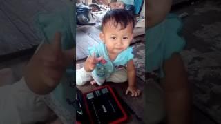 Vidio lucu..... Anak kecil joget ketika denger lagu.....