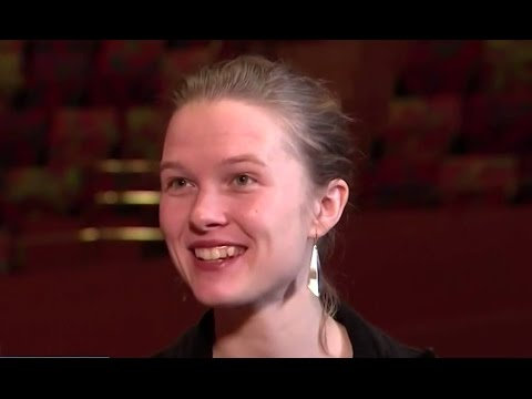 WOW !!! - BEAUTFUL NEW FEMALE CONDUCTOR L.A. PHILHARMONIC !!!