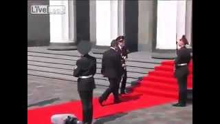 Guardsman Faints During Poroshenko Inauguration Thumbnail