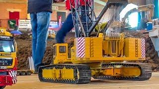 RC crane lifts up bridge parts! Stunning R/C machine!