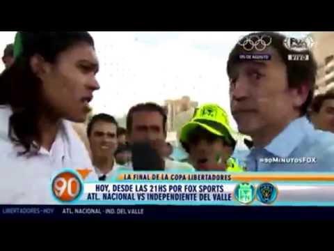 Hincha de Atletico Nacional asusta a reportero de FOX