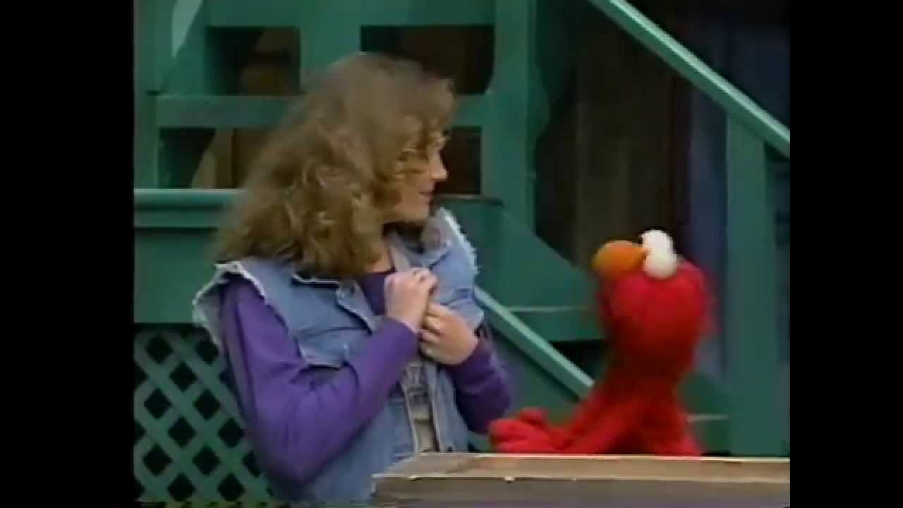 Sesame Street - Elmo Wants to Marry Gina