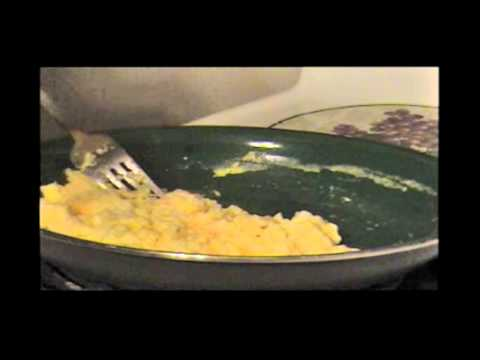 How to make/cook SCRAMBLED EGGS EASY!!!