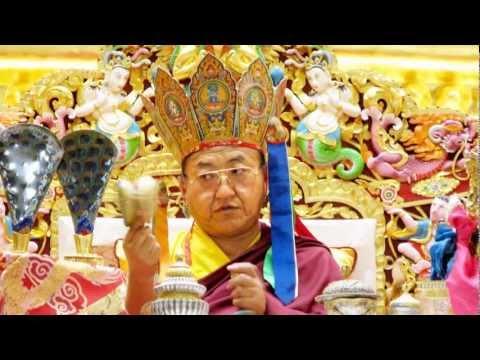 H.H.Sakya Trizin chants 100 syllable mantra of Vajrasattva